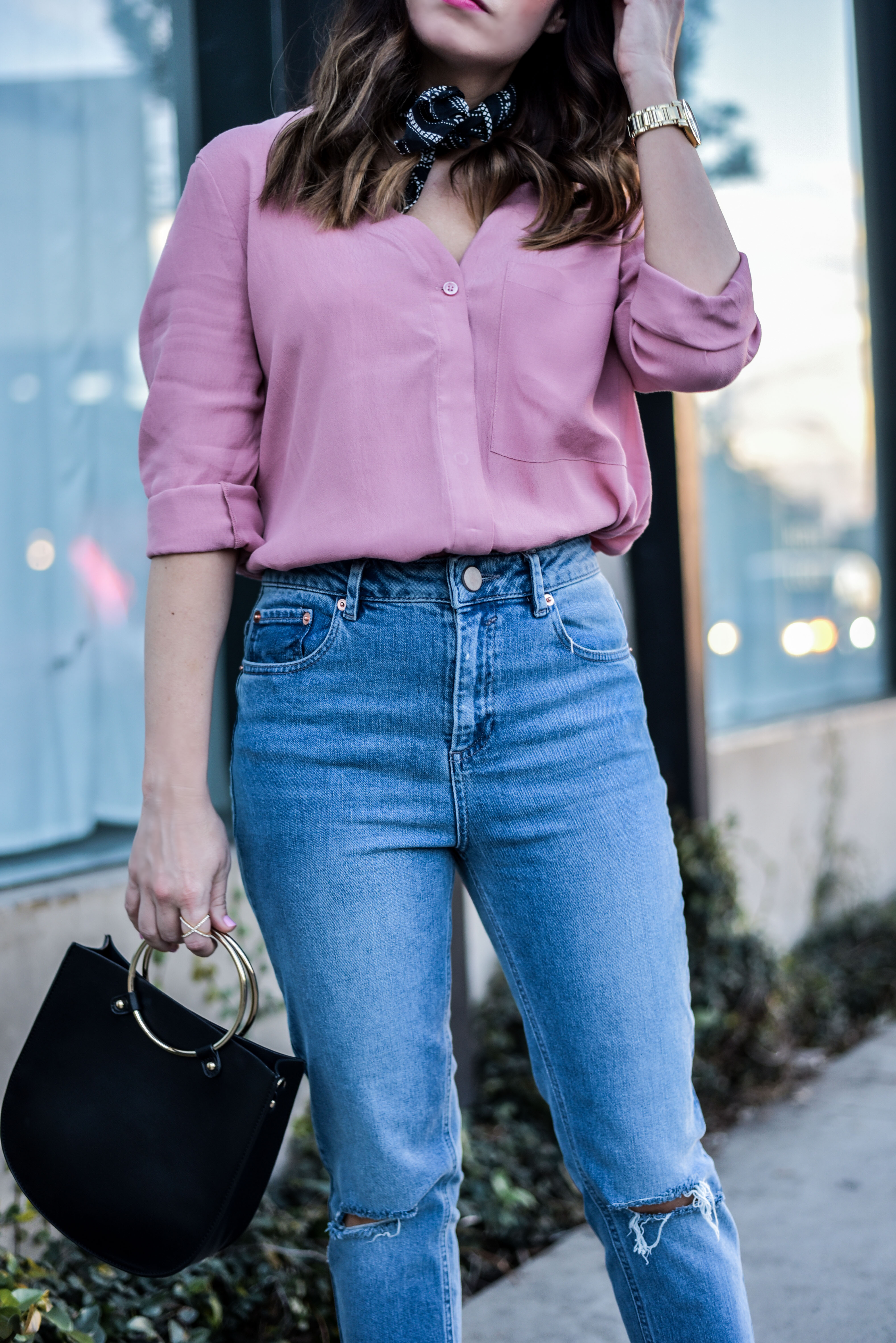 neck tie scarf and mom jeans