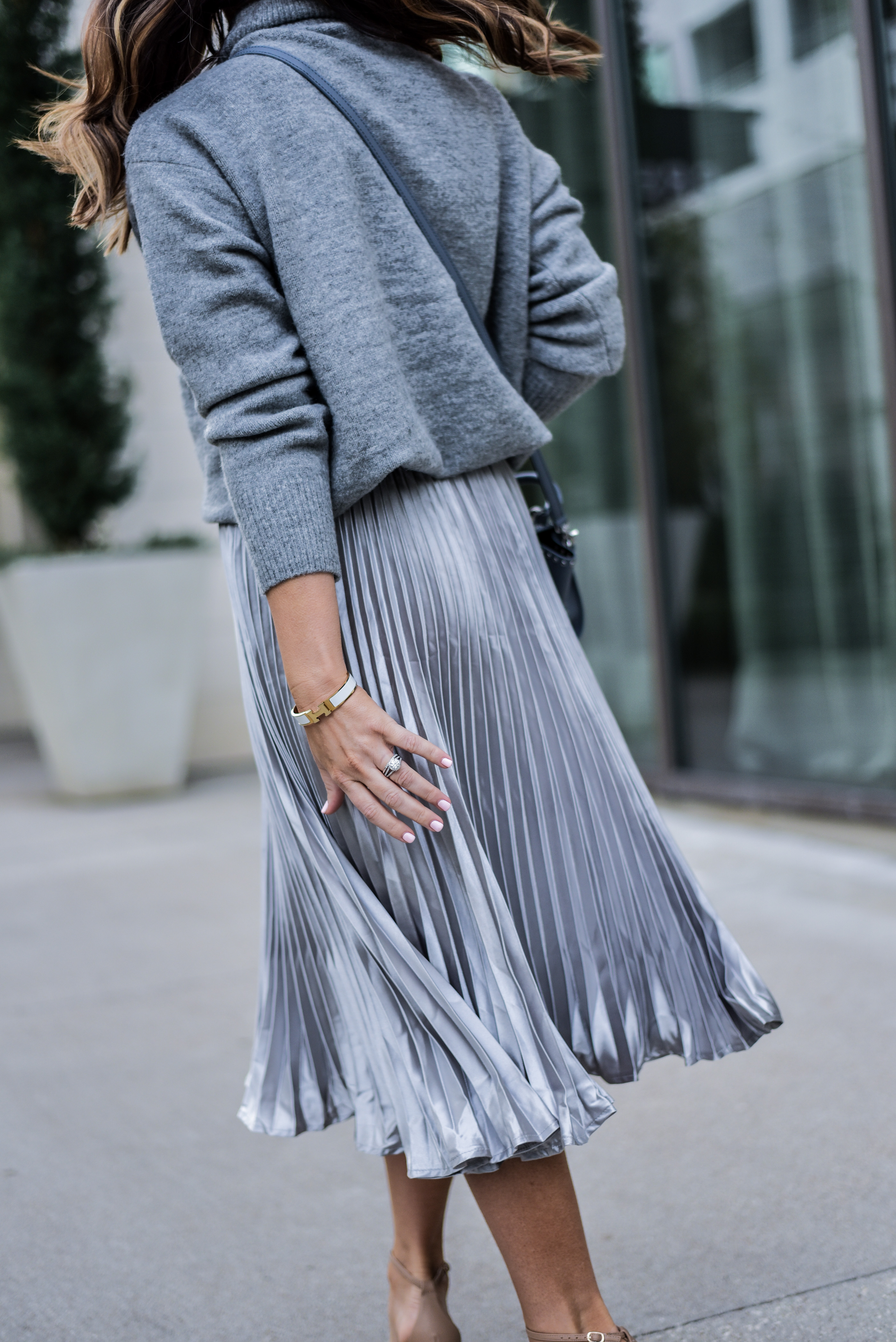 Tiffany Jais a Houston style blogger is wearing a metallic pleated skirt by ASOS with a chunky sweater and a ZAC Zac Posen bag, for a holiday chic look |