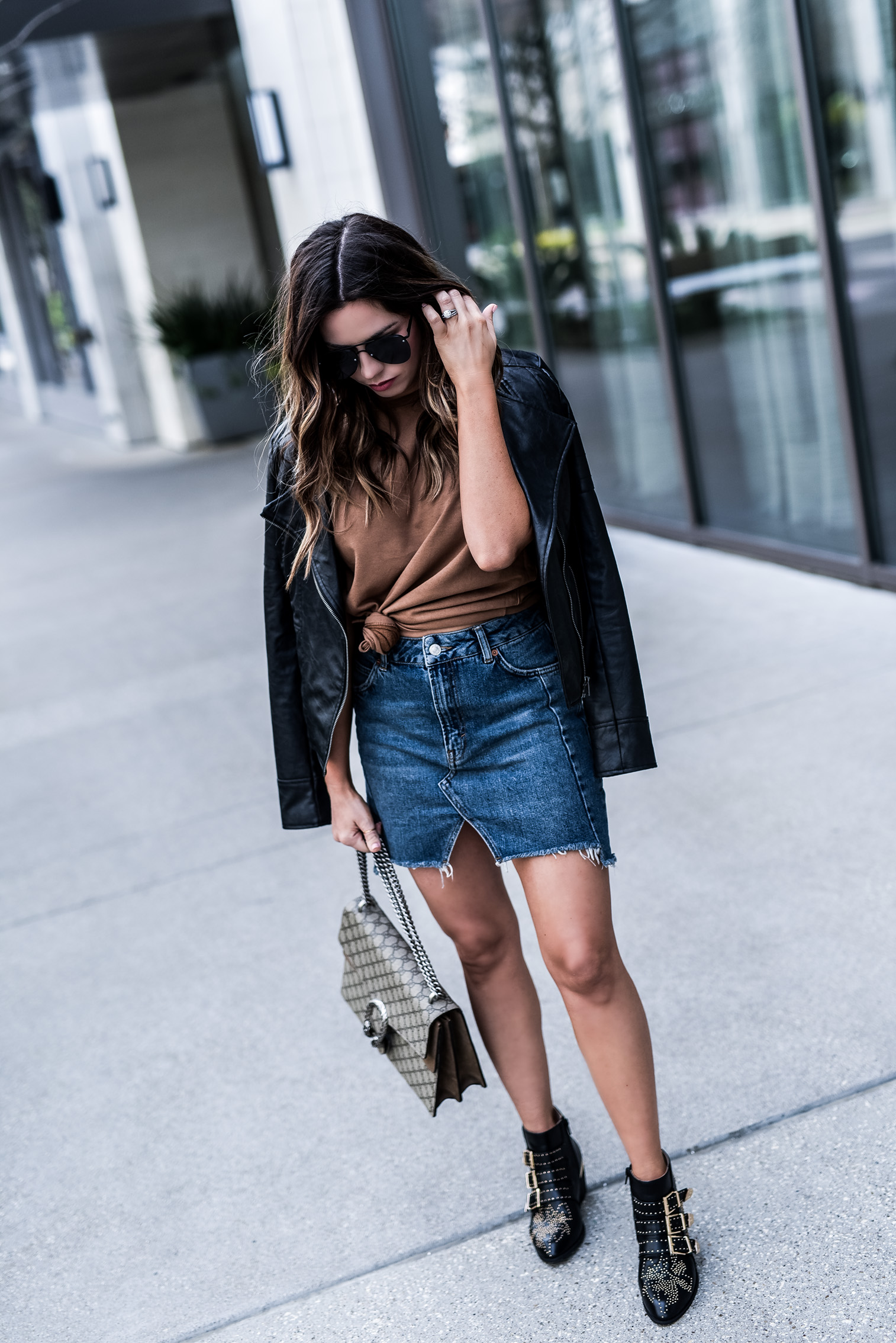 Denim skirt styled two ways! Love dressing up a denim skirt with heels and chic accessories, click to read the full article and shop the look! Outfit ideas for school, outfit ideas, black zara ankle boots, necktie trend, streetstyle outfits