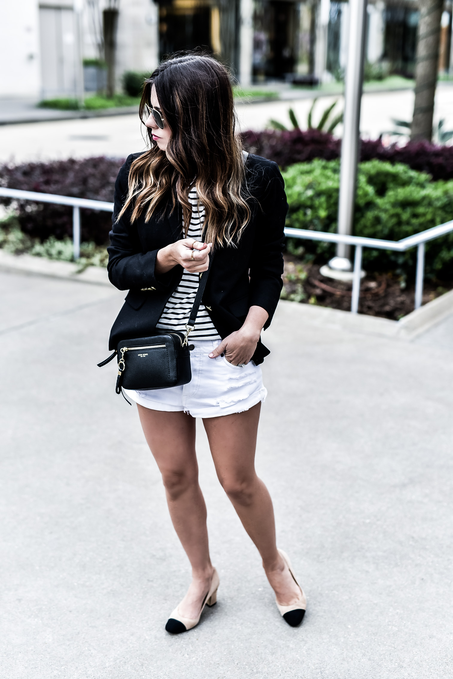 Houston fashion and lifestyle blogger Tiffany Jais sharing how she created a minimalist wardrobe and hacks for getting ready faster! Click to read the post! | Streetstyle, fashionista, outfits for school, outfit ideas, classic pieces, blazer outfits, blazer with shorts outfits