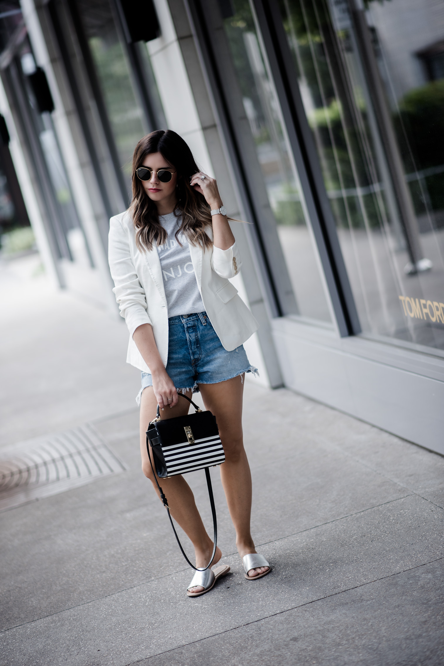 Tiffany Jais Houston fashion and lifestyle blogger   graphic tee outfits, how to wear a blazer with shorts, street style summer, casual outfit ideas, blazer outfits,