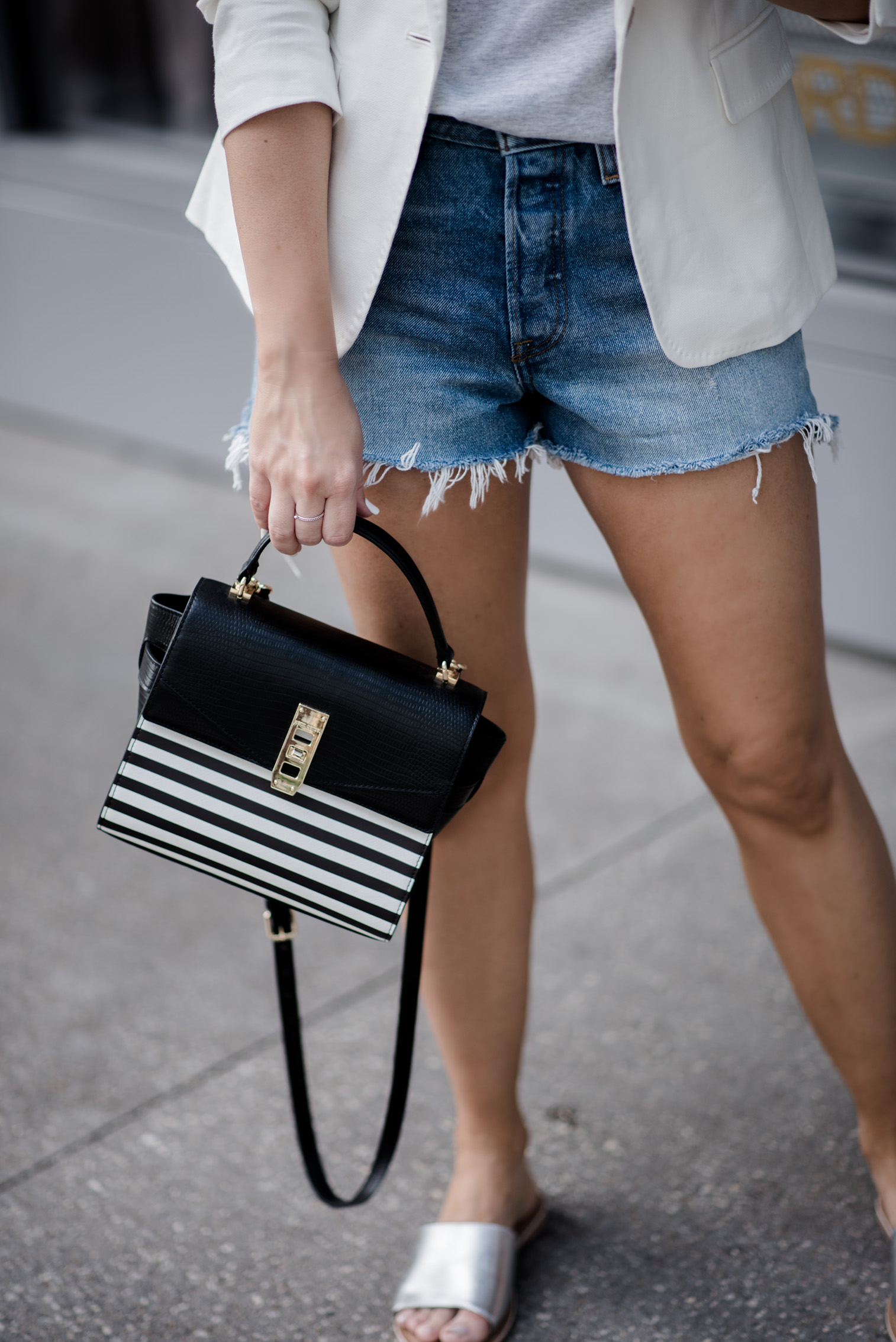 Tiffany Jais Houston fashion and lifestyle blogger   graphic tee outfits, how to wear a blazer with shorts, casual outfit ideas, blazer outfits,