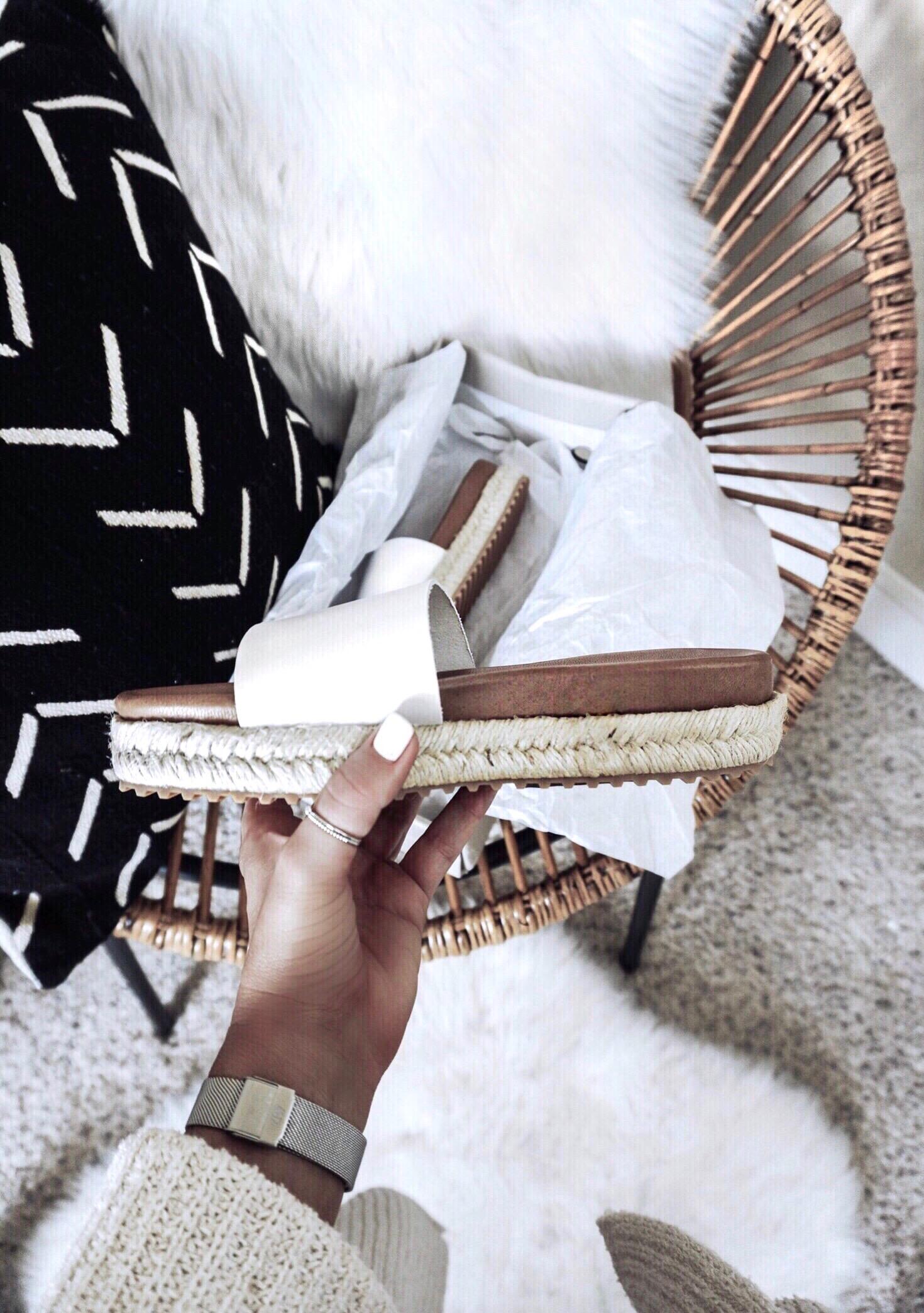 Tiffany Jais Houston fashion and lifestyle blogger of Flaunt and Center | Houston fashion blogger | white slides | 2017 summer fashion trends