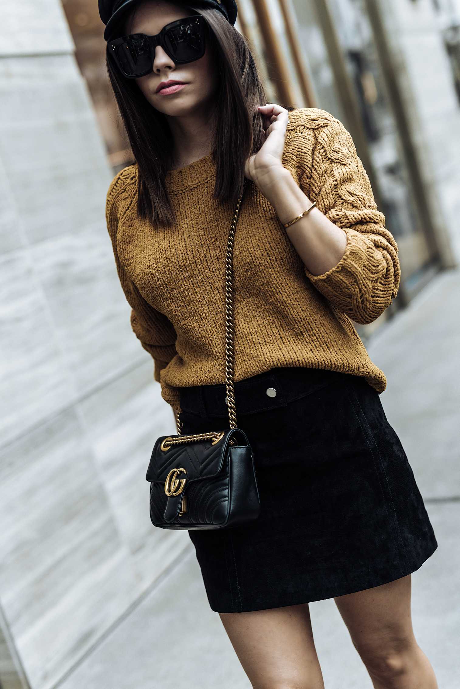| Fall uniform |ASOS only cable knit sweater | ASOS Ellison zip booties | Suede mini skirt (ZARA, similar here) | Streetstyle blog | Paperboy hat | #falloutfits2017 #paperboyhat #sweateroutfits #streetstyle