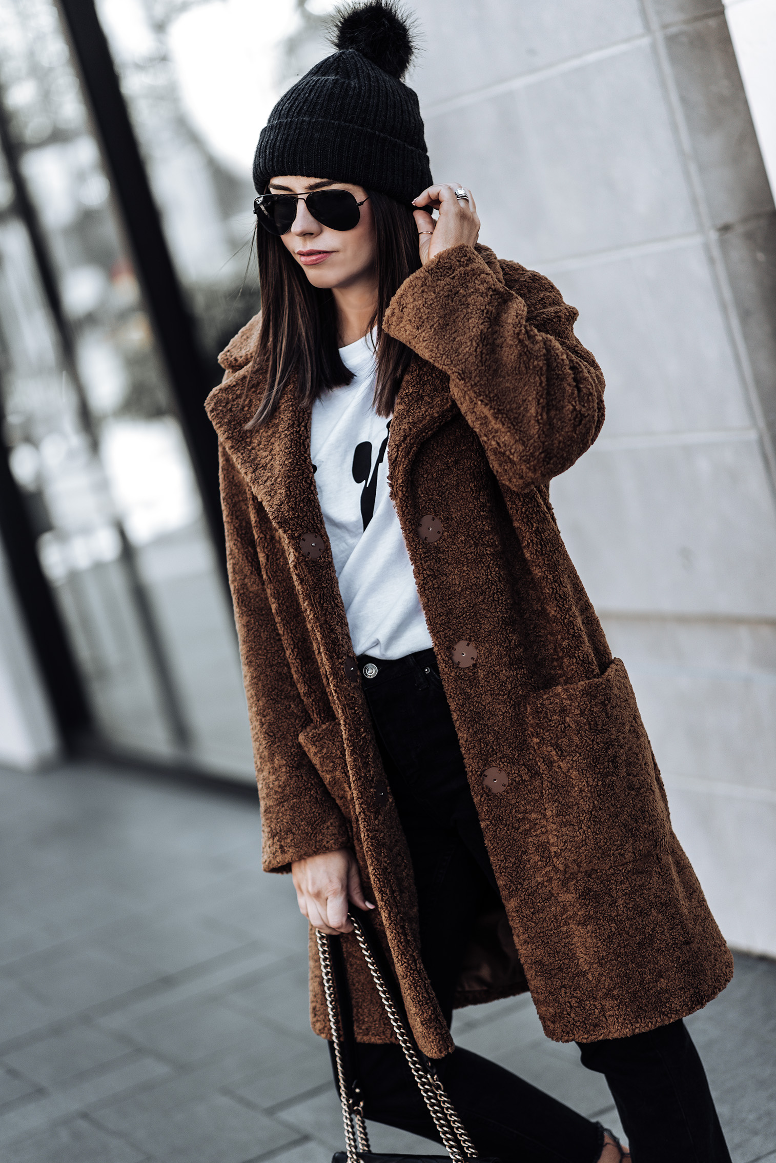 Click to shop the exact look! Teddy Coat (from ASOS, identical here)   Black denim jeans   Les Girls Les Boys Tee   Old Skool Vans   #teddycoatoutfits #winteroutfits #fallfashionoutfits #beanieoutfits